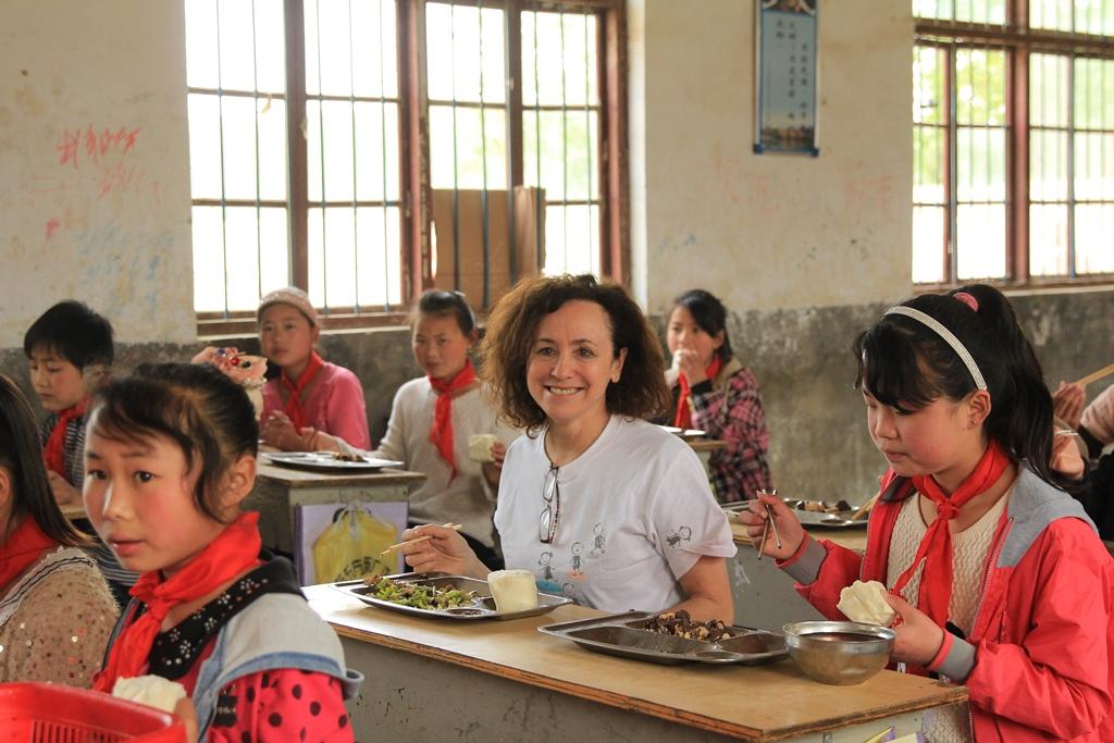 Volunteer Jeanne Quinn school lunch
